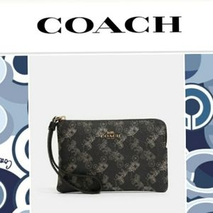 NWT Coach Corner Zip Wristlet in Horse & Carriage